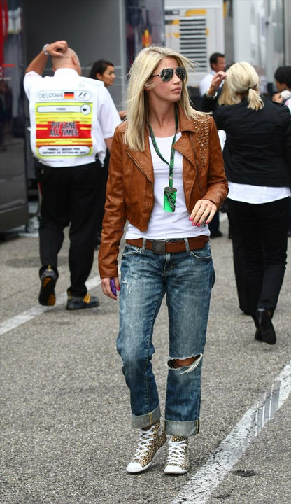 http://thepitwalk.files.wordpress.com/2010/07/isabell-quali-with-jacket.jpg